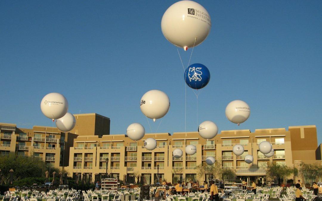 Décorer et être visible avec un support de communication hors du commun : le ballon géant